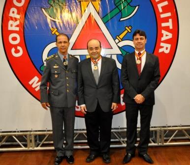 Ao centro, o secretário de Defesa Social, Bernardo Santana. À  direita, o chefe da Polícia Civil, delegado-geral Wanderson Gomes. À esquerda, o chefe do Estado Maior do CBMMG, coronel BM Helder Ângelo e Silva